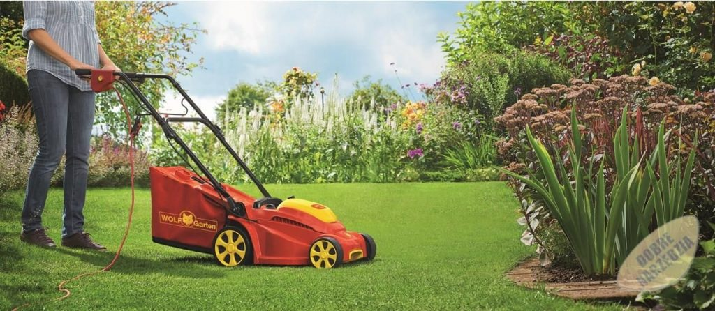 Pielęgnacja trawnika - poznaj zalety mulczowania